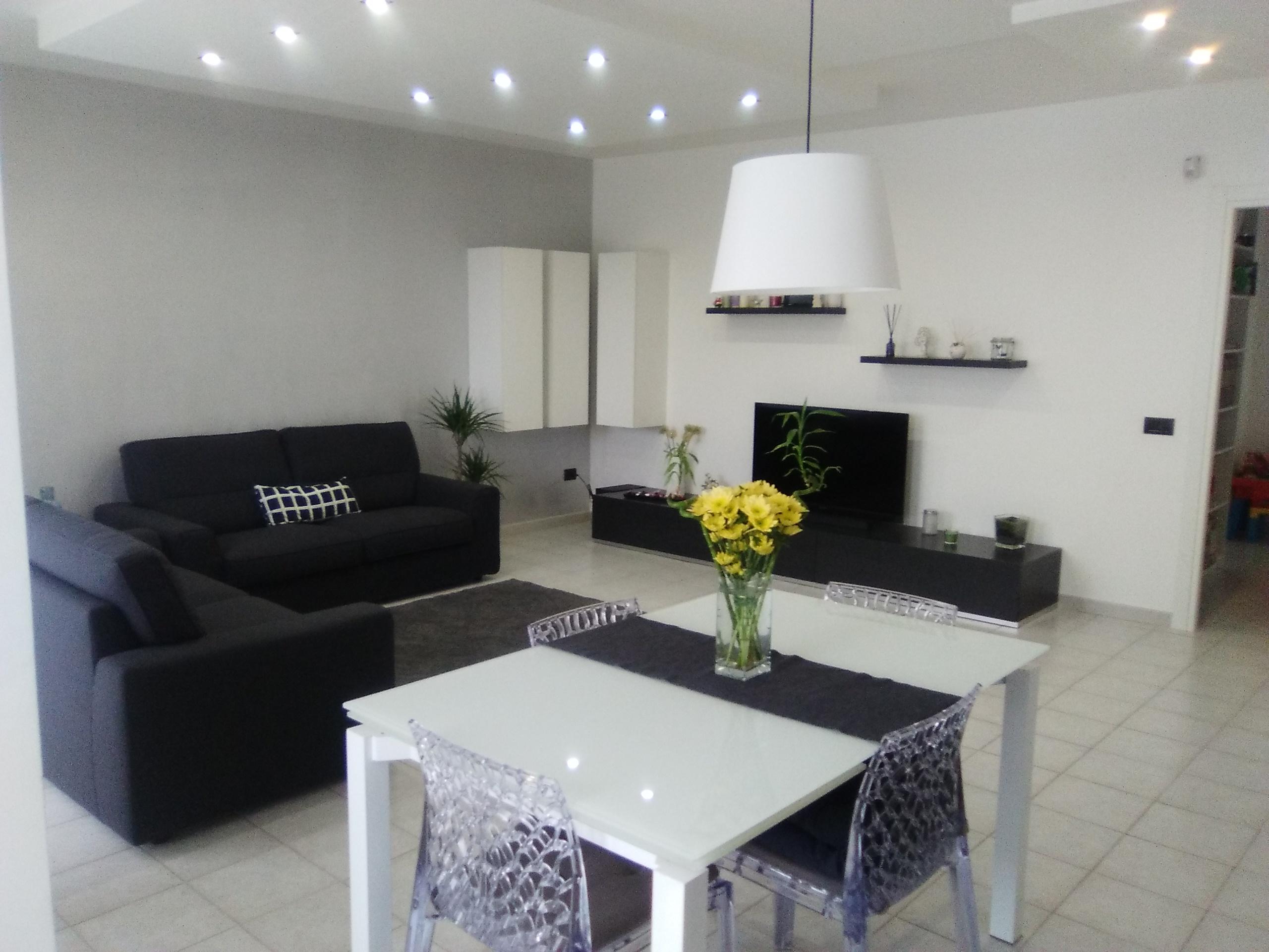 Appartamento a Foggia-Zona Comparto Biccari 3 vani doppi servizi box e cantina
