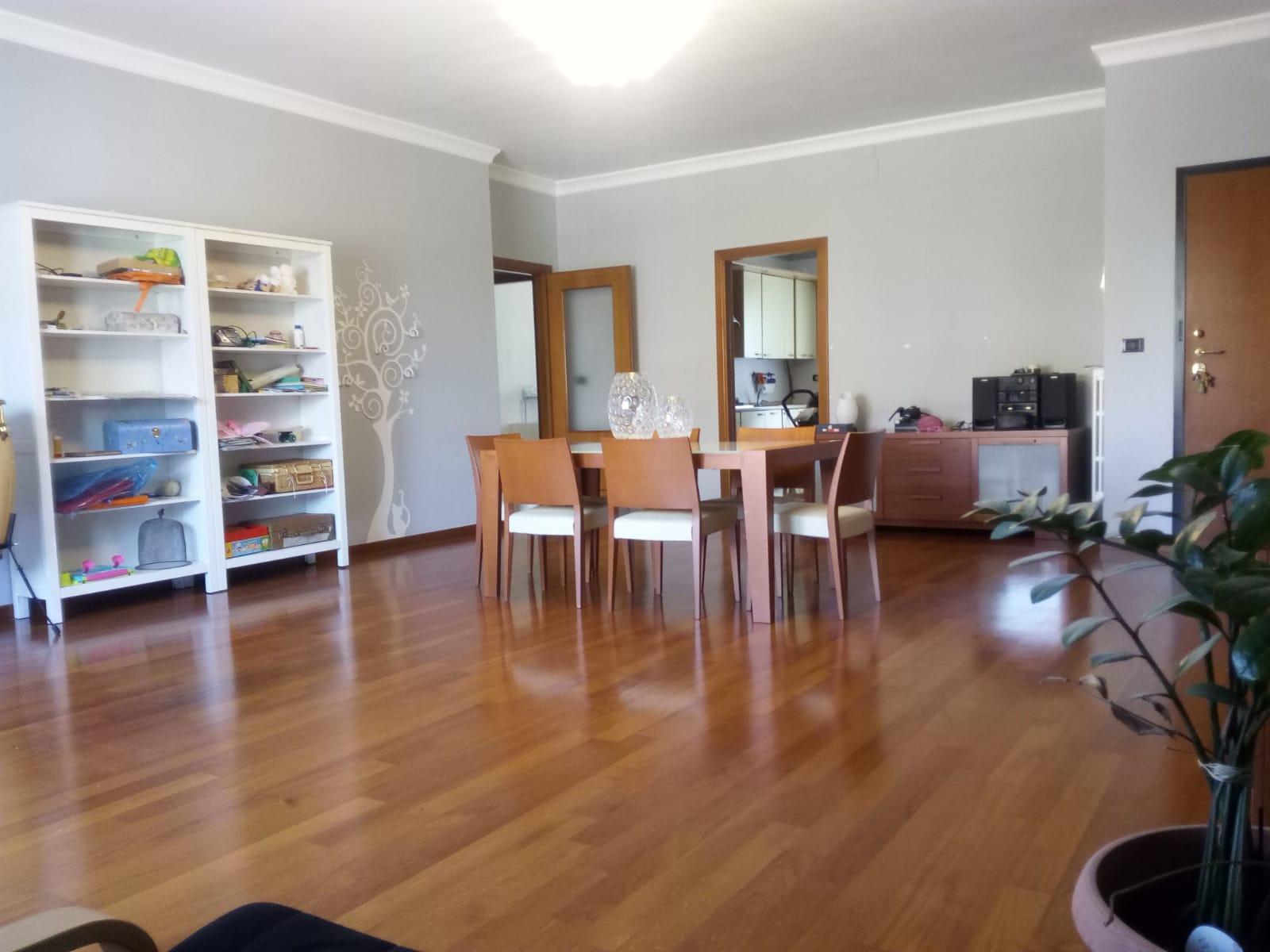 Appartamento in vendita a Foggia- Via Benedetto Croce bellissimo appartamento di 4 vani doppi servizi e box doppio