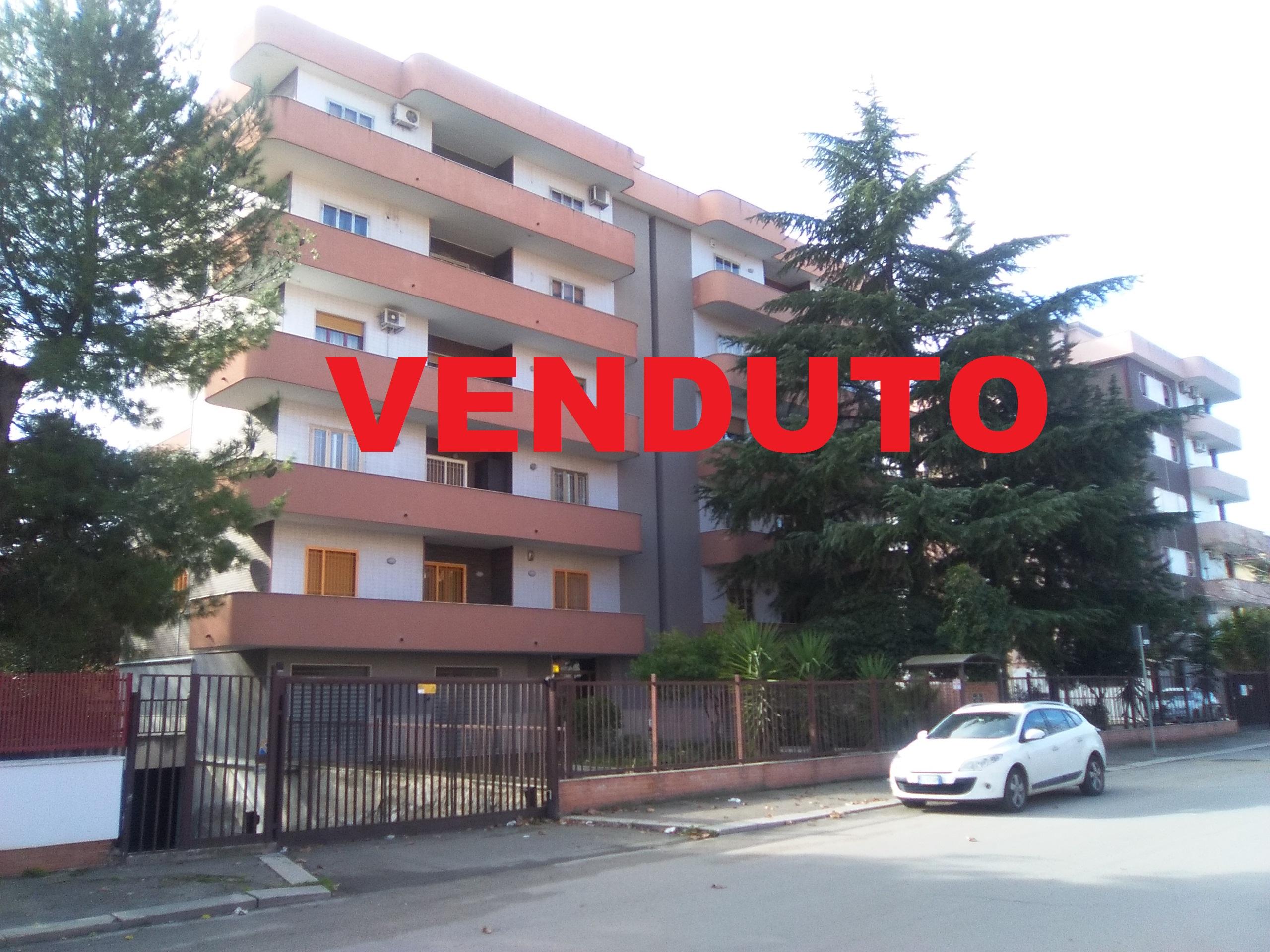 Appartamento in vendita a Foggia- Viale Giotto appartamento 5 vani doppi accessori box e cantina