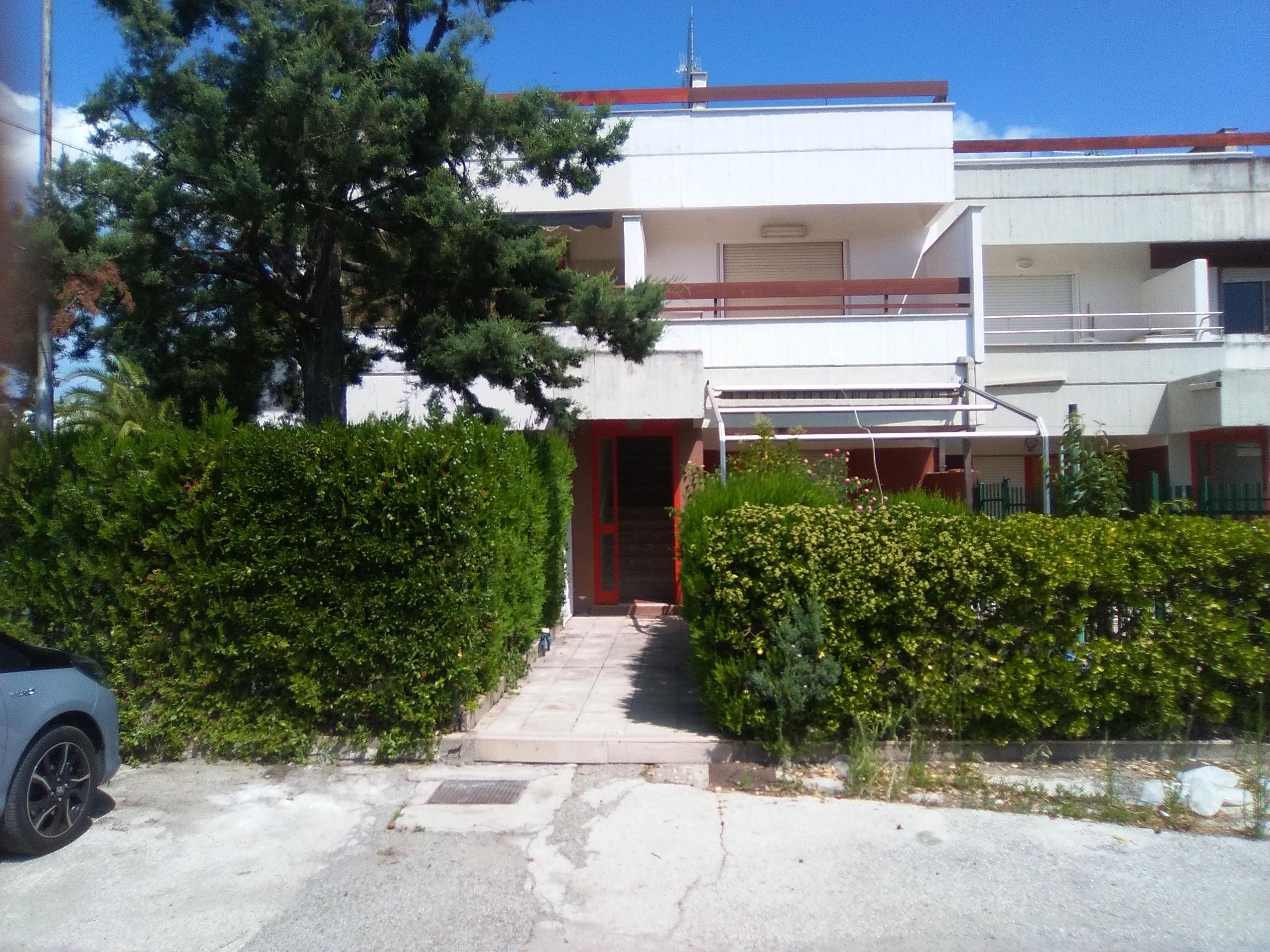 Appartamento in vendita a Ippocampo-Appartamento 3 vani accessori verande e terrazzo