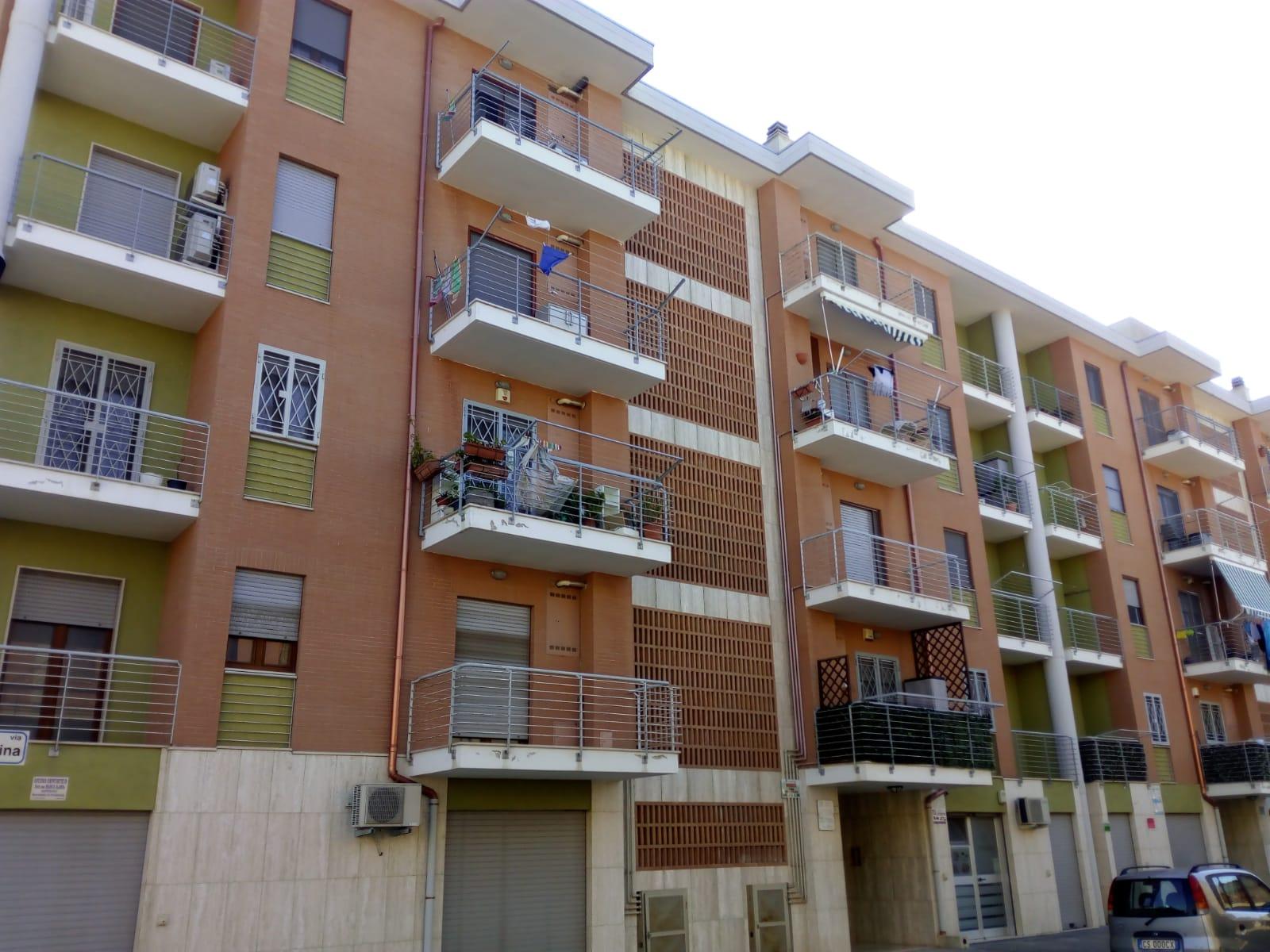 Appartamenti in vendita a Foggia- Via A. Regina (Zona Via Gramsci) ampio 3 vani doppi servizi, box e posto auto.
