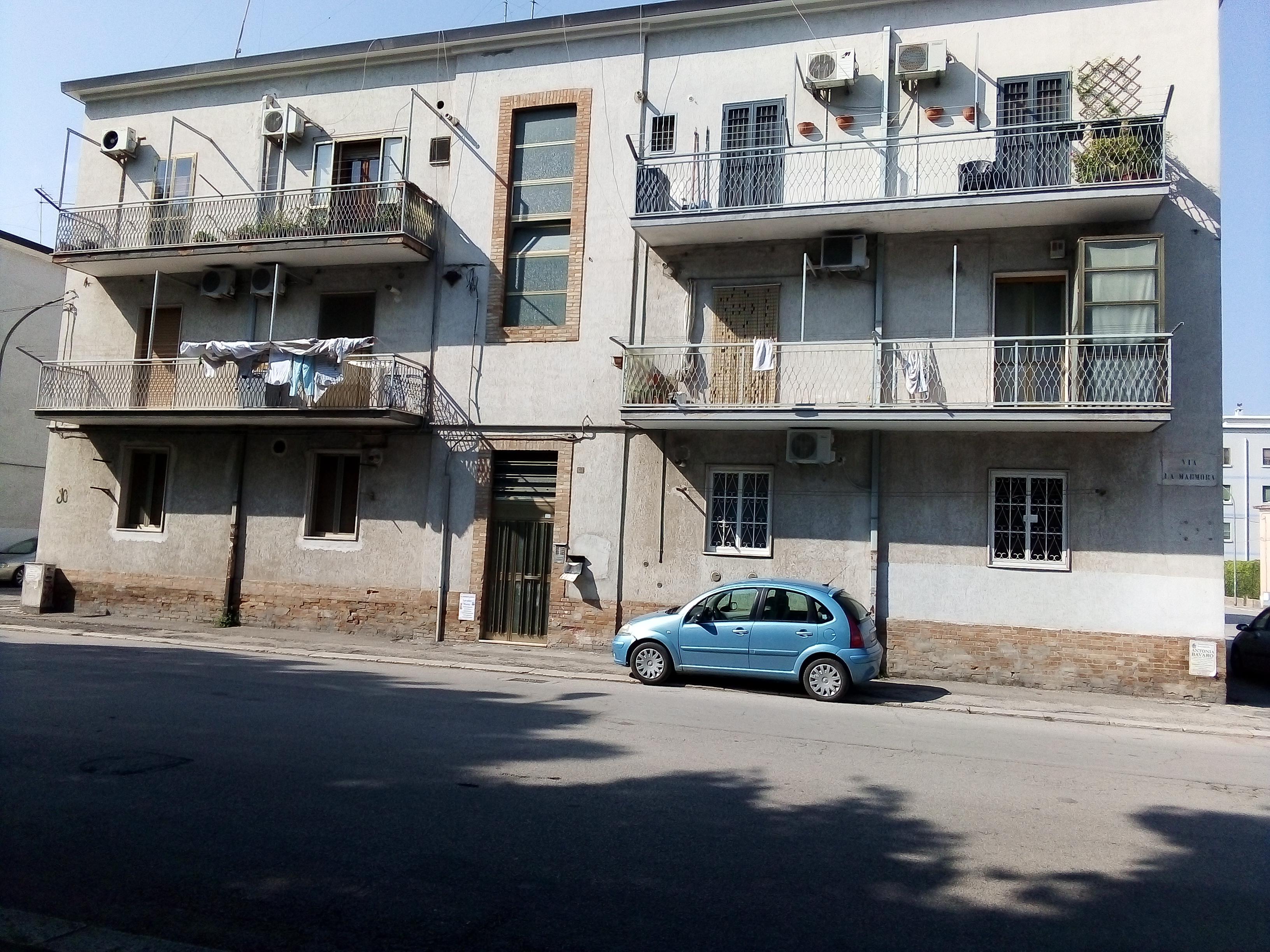Case in vendita a Foggia-Via Lamarmora (Zona Stadio) Piano rialzato di 2 vani accessori
