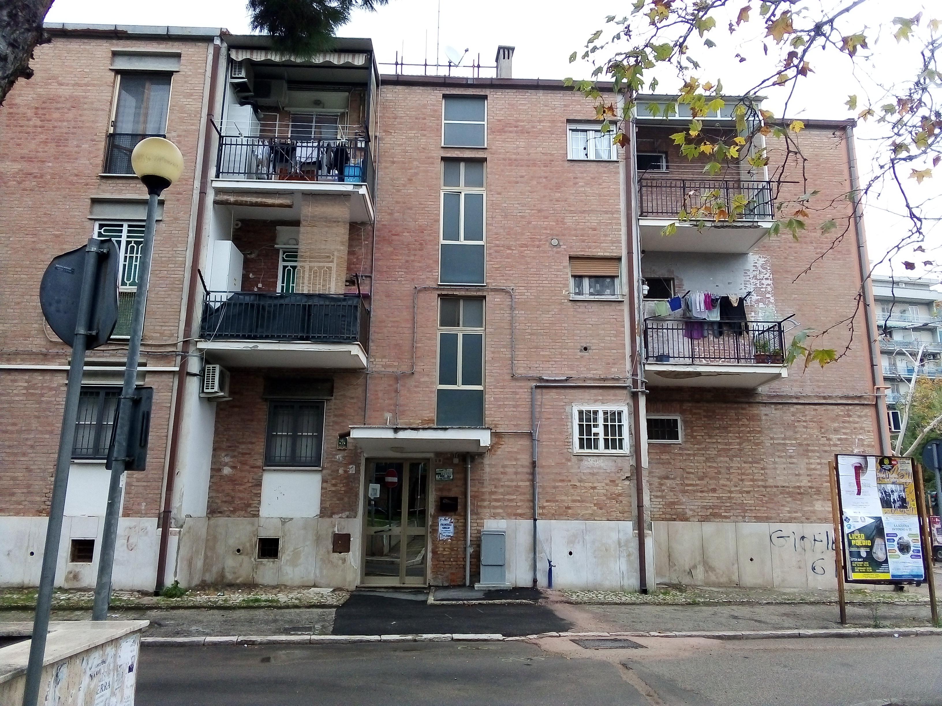 Appartamenti in vendita a Foggia- Rione dei Preti appartamento 4 vani accessori luminoso