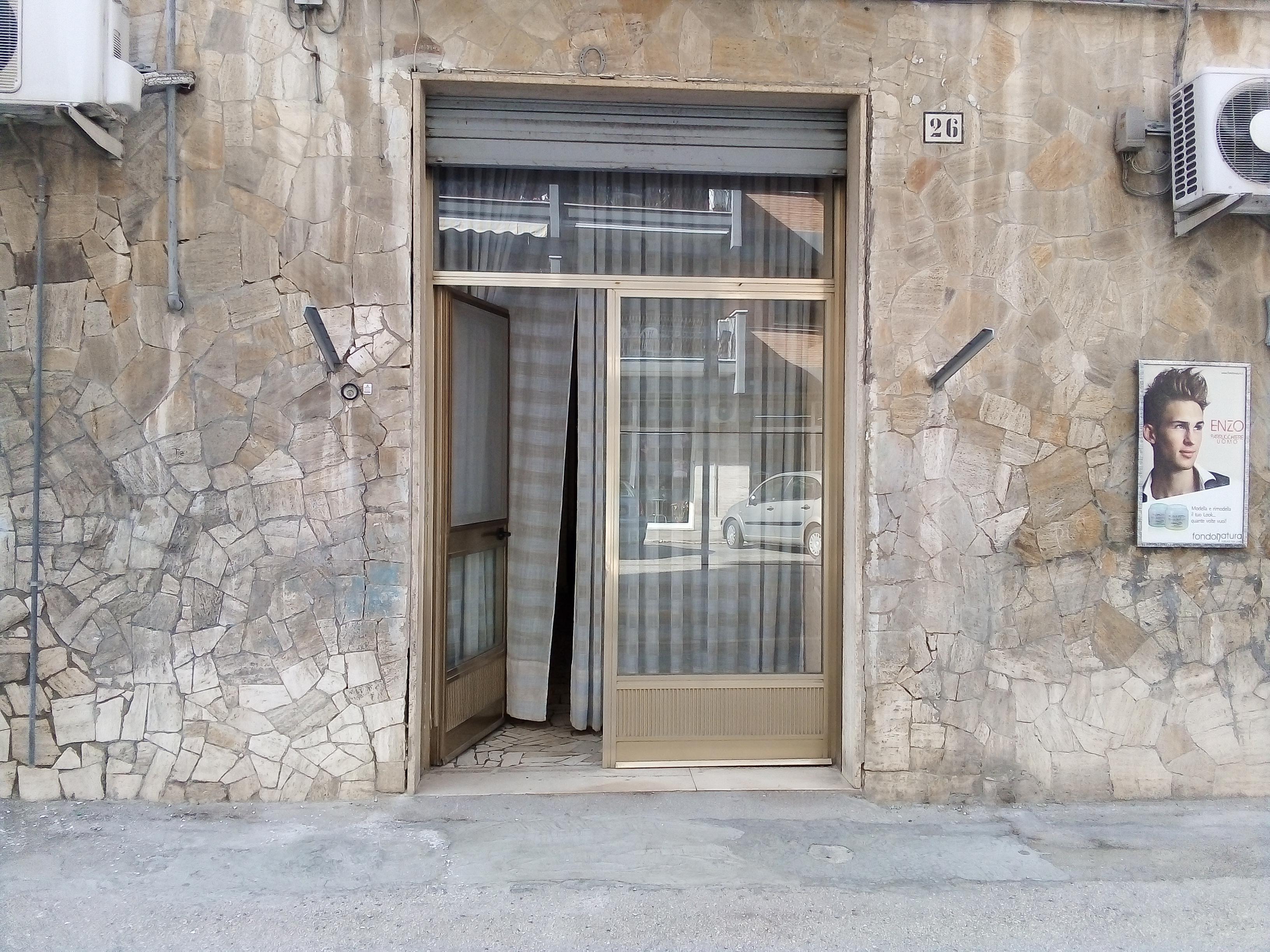 Via Caldara pianoterra 2 vani accessori